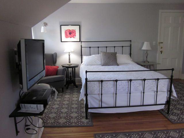 Queen size bed Room 38