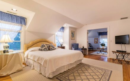 staying in a romantic suite with a hot tub is one of the most romantic things to do in Greenwich, Connecticut