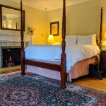 romantic fireplace and 4-poster bed in Room 28