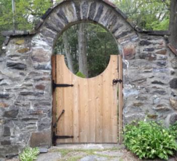 Stanton House Inn Gate
