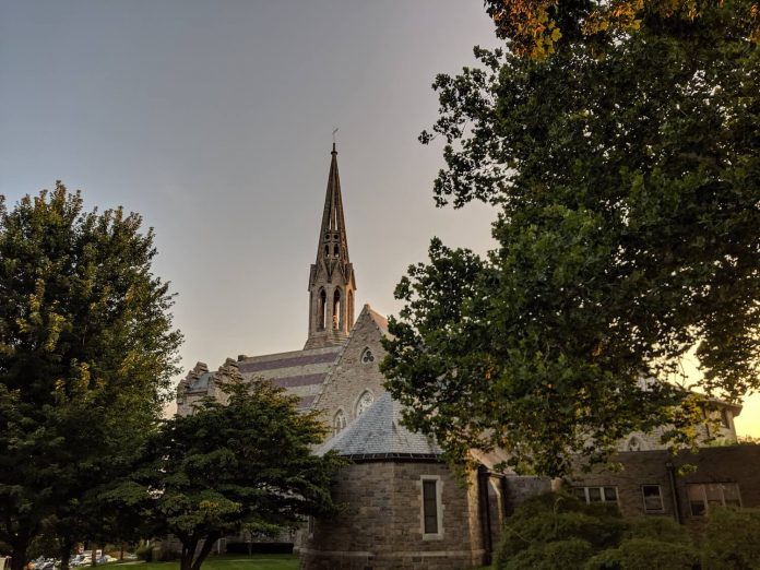view of the side of second congregational church in greenwich ct at sunset