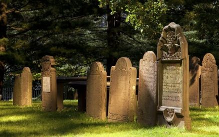 Gravestones at the Cedar Hill Cemetery